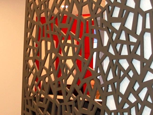Kanzleiumbau – asymmetrische Gittertrennwand