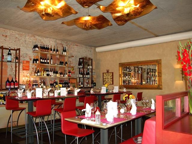 Restaurantumbau – hochwertige Vollholzmöbel
