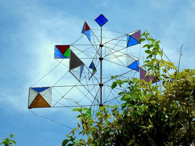 Glaskunst – gläsernes kinetisches Windspiel