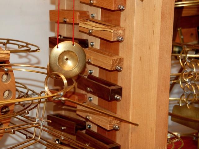 Kinetische Kugelbahn – Klangelement