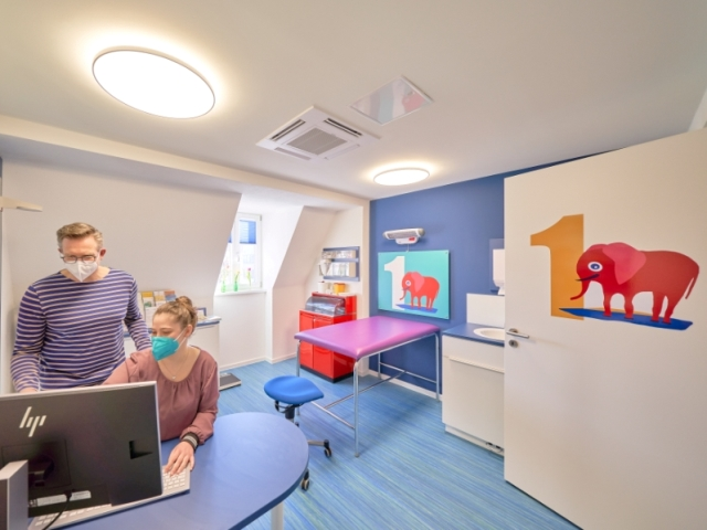 Kinderarztpraxis Dr. Hertzberg – Farbenfrohes Gestaltungskonzept